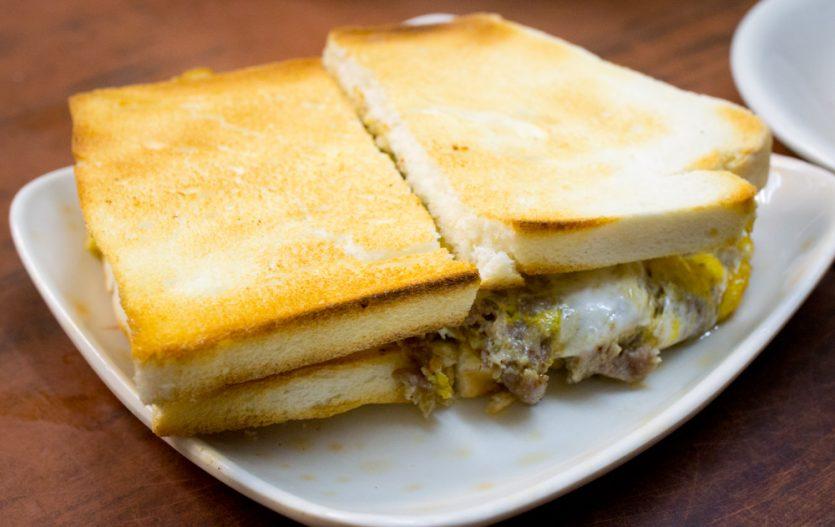 Sandwich grillé à l'œuf et au bœuf chez San Hoeng Jyun 新香園